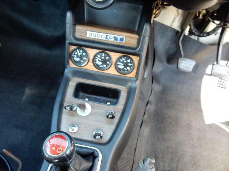 Hakosuka 1971 Nissan Skyline KGC10 coupe centre console