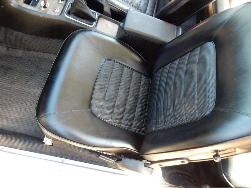 Hakosuka 1971 Nissan Skyline KGC10 coupe passenger seat