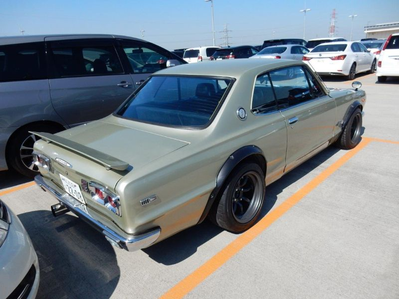 Hakosuka 1971 Nissan Skyline KGC10 coupe right rear