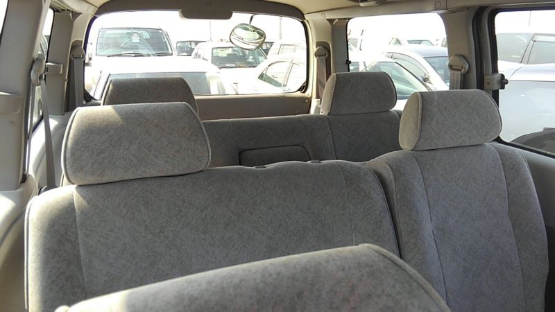 2000 Toyota Regius V L Package rear seats