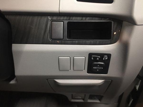 2008 Toyota Estima Aeras powerslide door button