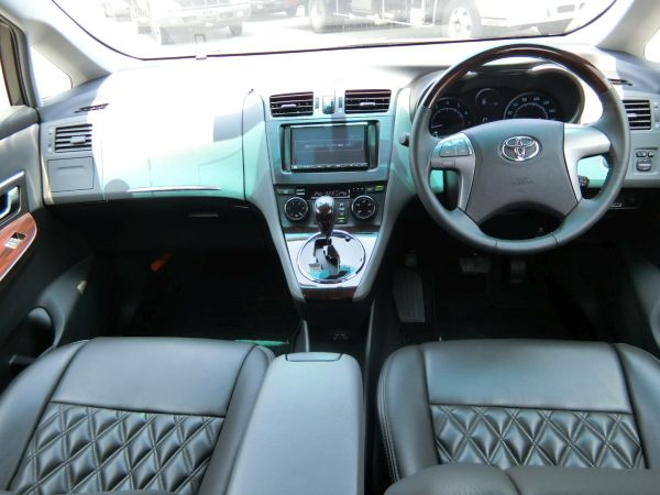 2011 Toyota Mark X Zio 350G Wagon front seats 4