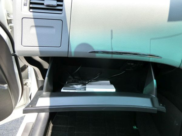 2011 Toyota Mark X Zio 350G Wagon glove box