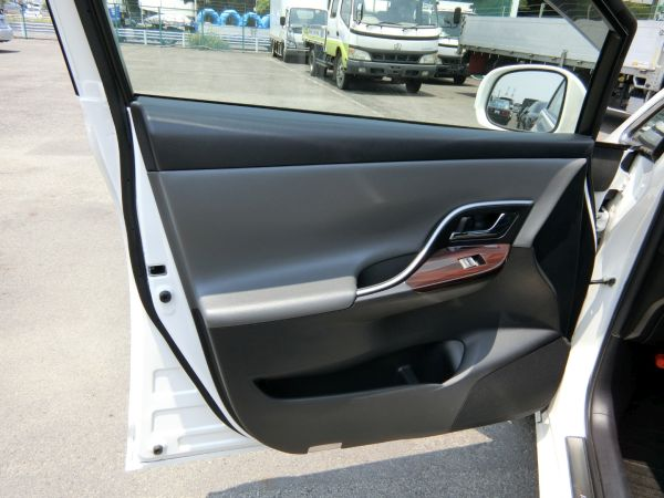 2011 Toyota Mark X Zio 350G Wagon passenger door interior trim