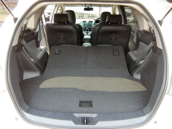 2011 Toyota Mark X Zio 350G Wagon rear cargo