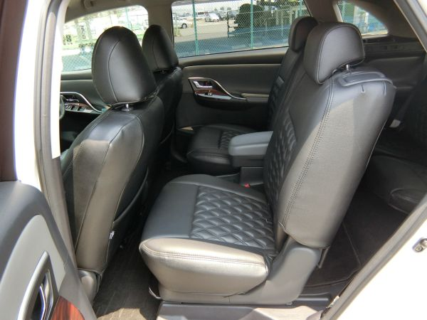 2011 Toyota Mark X Zio 350G Wagon rear seats 3