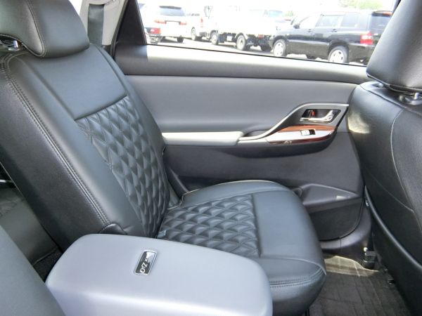 2011 Toyota Mark X Zio 350G Wagon seats 4