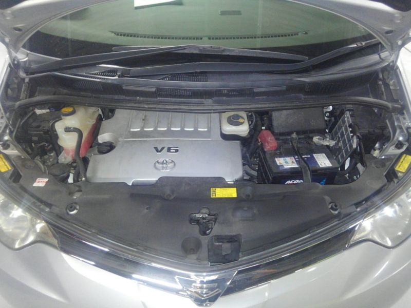 2008 Toyota Estima 4WD 7 seater engine