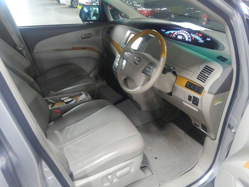 2008 Toyota Estima 4WD 7 seater interior 1