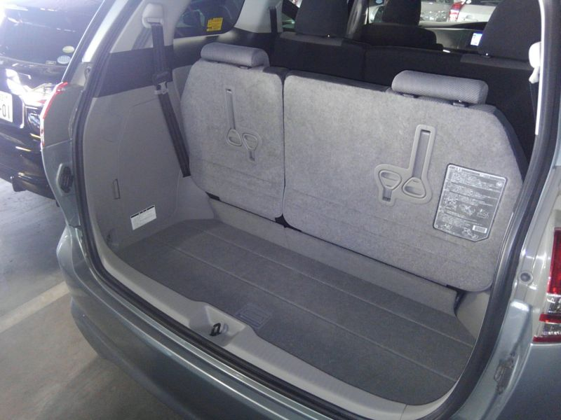2008 Toyota Estima Areas S 2WD 8 seater interior 5