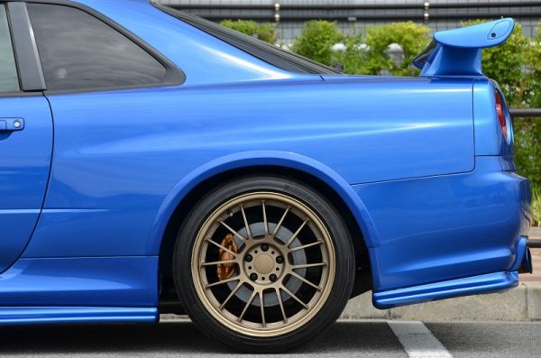 2000 R34 GTR in Bayside Blue at Global Auto Osaka 8