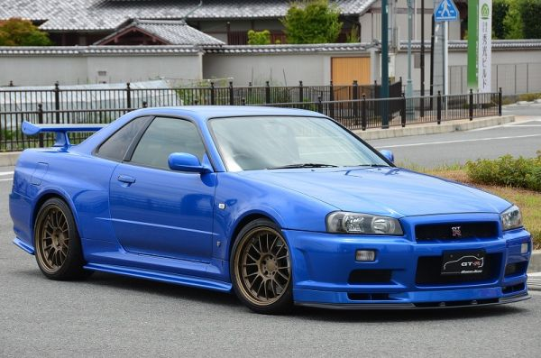 2000 R34 GTR in Bayside Blue at Global Auto Osaka front