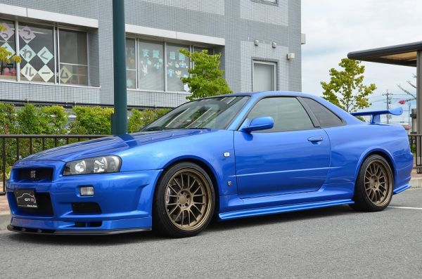 2000 R34 GTR in Bayside Blue at Global Auto Osaka3