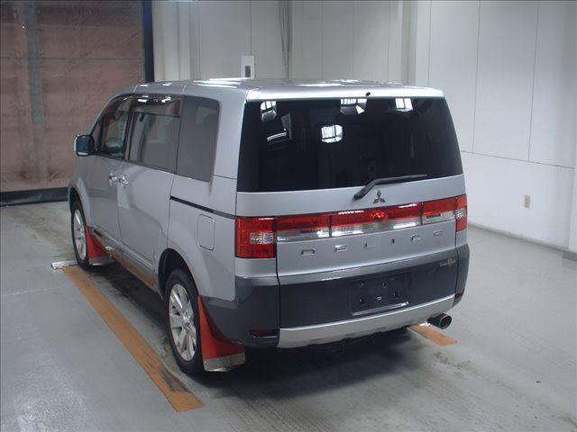 2011 Mitsubishi Delica D5 petrol CV5W 4WD Chamonix auction 3
