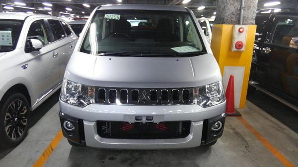 2011 Mitsubishi Delica D5 petrol CV5W 4WD Chamonix front