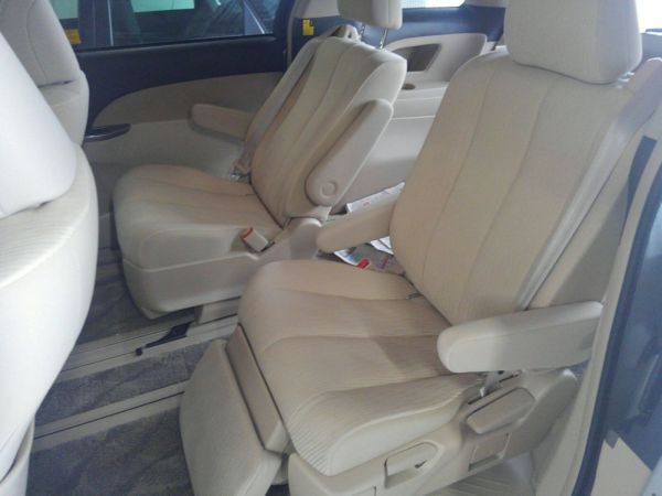 2012 Toyota Estima G 4WD 7 seater middle seats