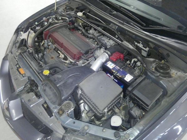 2004 Mitsubishi Lancer EVO 8 MR engine bay 2