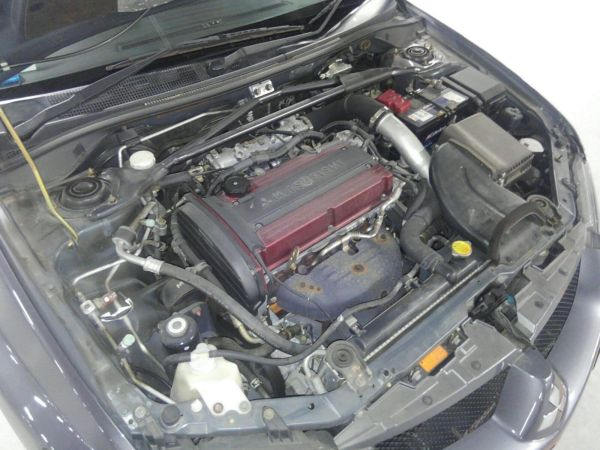 2004 Mitsubishi Lancer EVO 8 MR engine bay