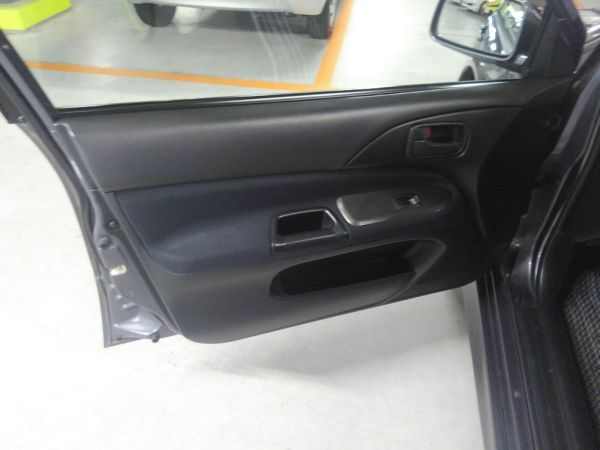 2004 Mitsubishi Lancer EVO 8 MR left door