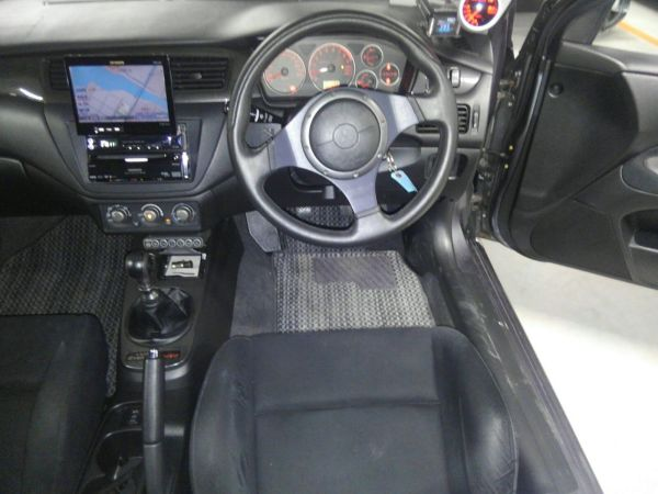 2004 Mitsubishi Lancer EVO 8 MR steering wheel