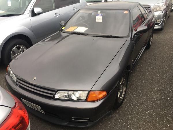 1990 Nissan Skyline R32 GT-R left front