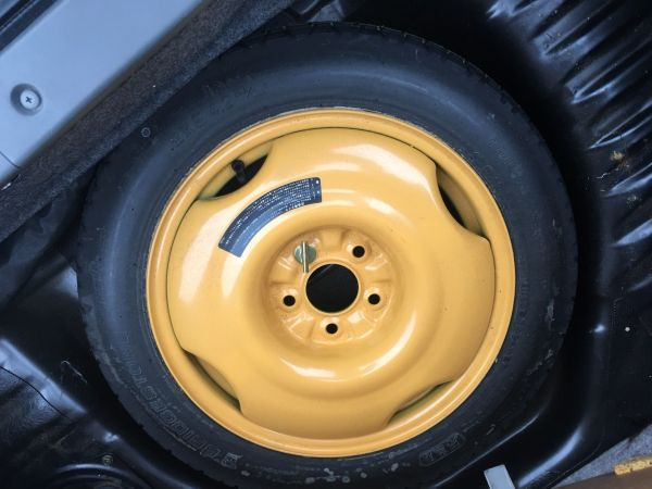 1990 Nissan Skyline R32 GT-R spare wheel