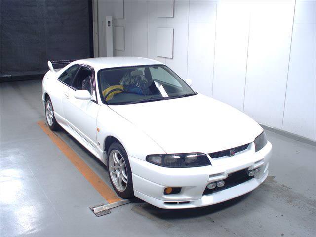 1995 Nissan Skyline R33 GTR VSpec auction front