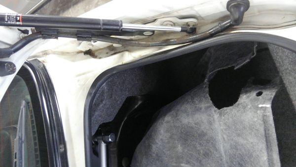1995 Nissan Skyline R33 GTR VSpec boot