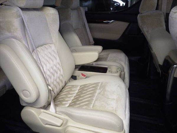 2015 Toyota Alphard Hybrid G Package 4WD 2.5L auction interior 4