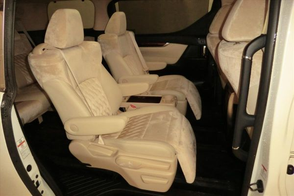 2015 Toyota Alphard Hybrid G Package 4WD 2.5L interior 3