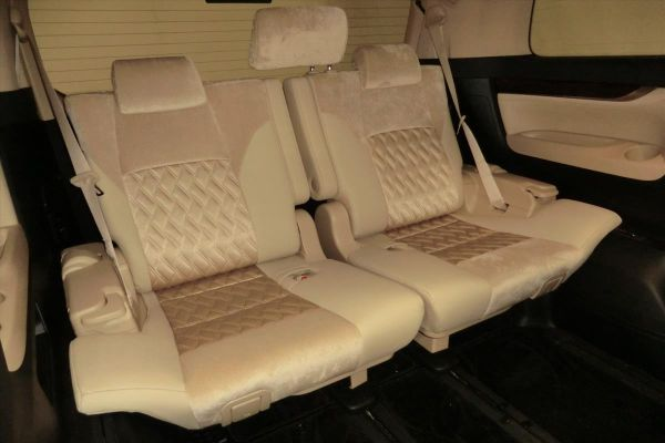 2015 Toyota Alphard Hybrid G Package 4WD 2.5L interior 4
