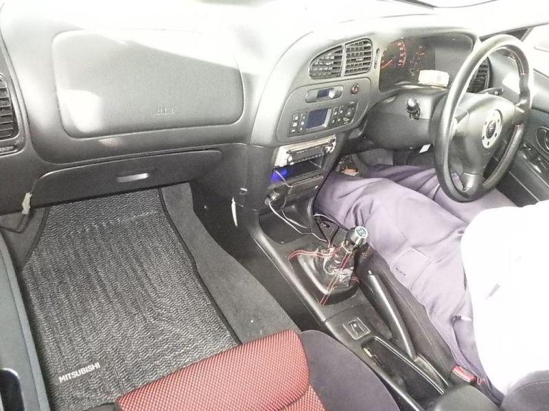 2000 Mitsubishi Lancer EVO 6.5 Tommi Mäkinen Edition auction interior