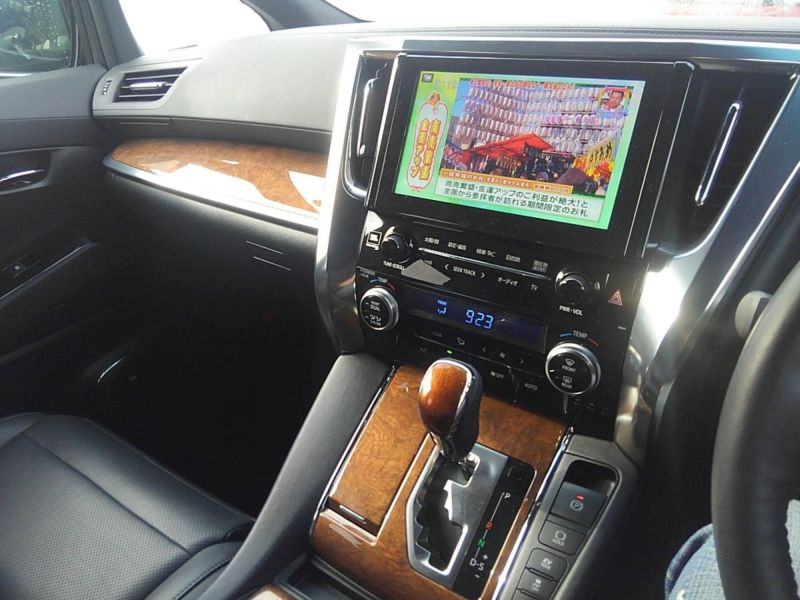 2015 Toyota Alphard HYBRID Executive Lounge 4WD 2.5L TV screen