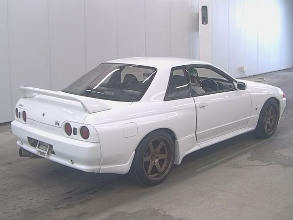 1994 Nissan Skyline R32 GT-R auction right rear