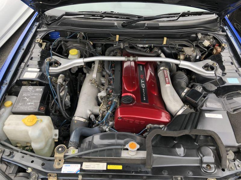 1999 Nissan Skyline R34 GTR VSpec Bayside Blue engine 2