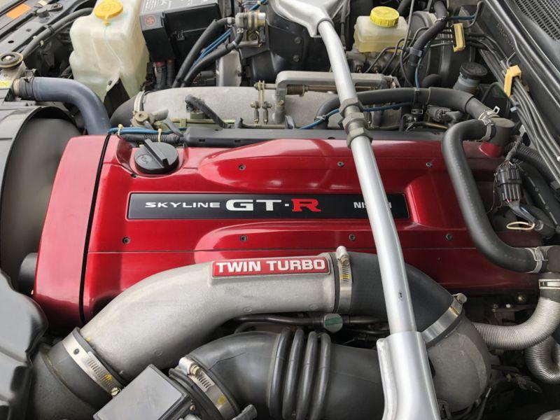 1999 Nissan Skyline R34 GTR VSpec Bayside Blue engine