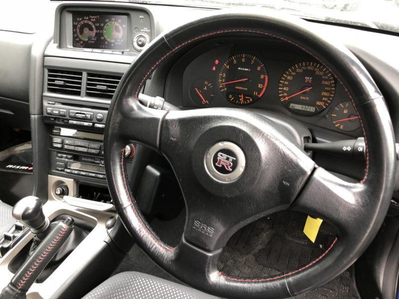 1999 Nissan Skyline R34 GTR VSpec Bayside Blue steering wheel 2