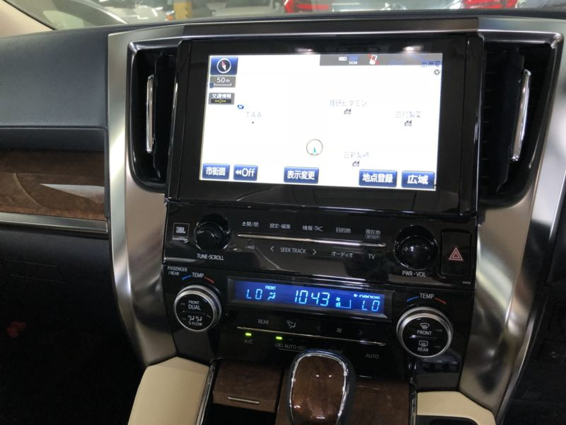 2017 Toyota Alphard Hybrid Executive Lounge TV screen