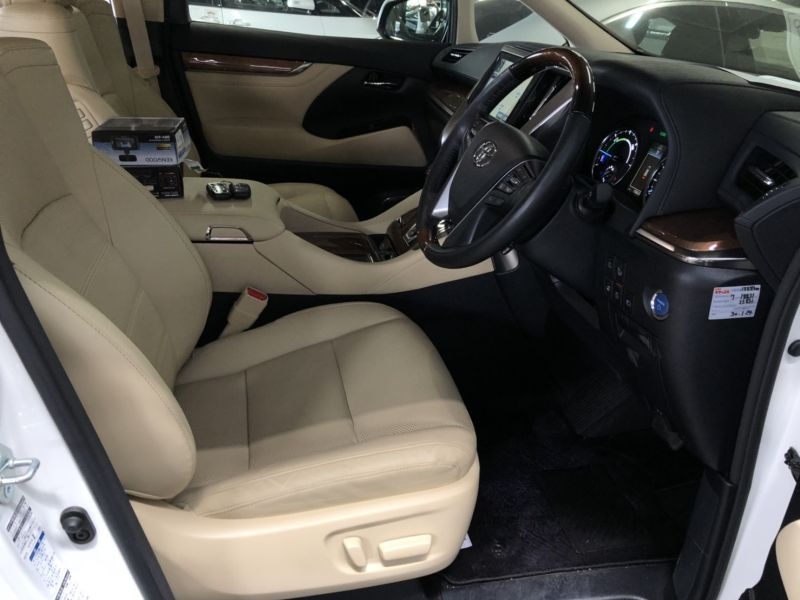 2017 Toyota Alphard Hybrid Executive Lounge seat