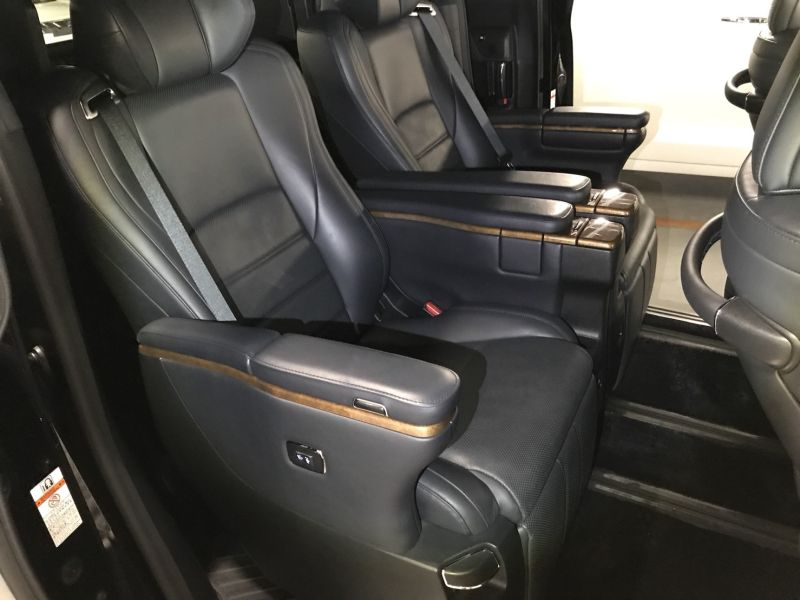 2015 Toyota Alphard Hybrid Executive Lounge centre row seats
