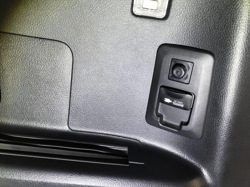 2015 Toyota Alphard Hybrid Executive Lounge power socket