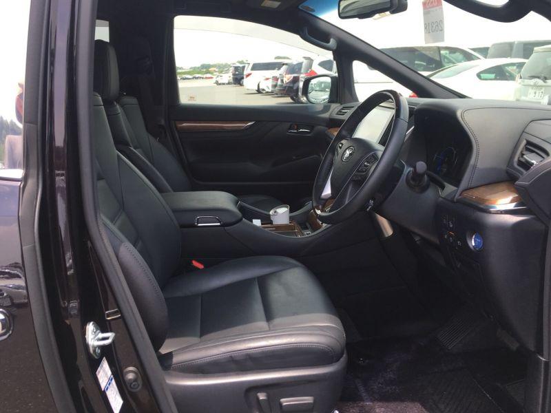 2015 Toyota Vellfire Hybrid Executive Lounge front seat