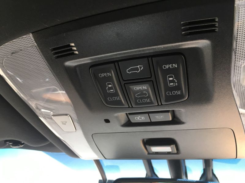 2015 Toyota Vellfire Hybrid Executive Lounge roof controls