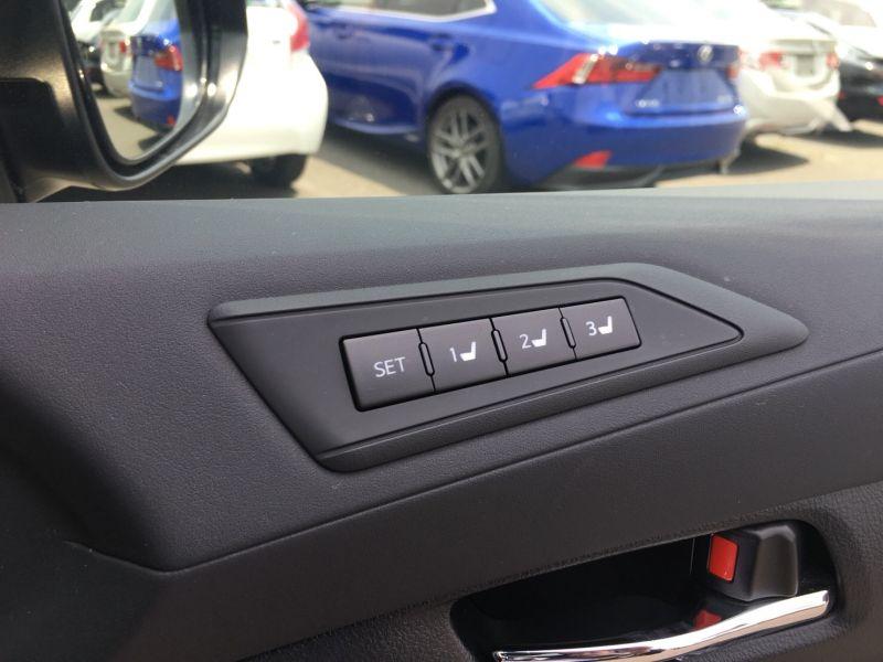 2015 Toyota Vellfire Hybrid Executive Lounge seat settings