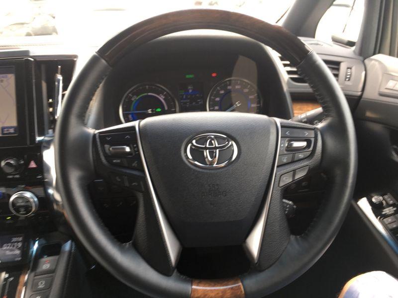 2015 Toyota Vellfire Hybrid Executive Lounge steering wheel
