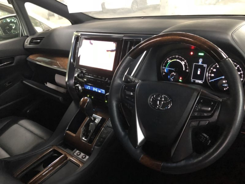 2016 Toyota Alphard Hybrid Executive Lounge interior 1