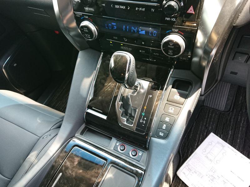 2017 Toyota Alphard Hybrid SR C Package shifter