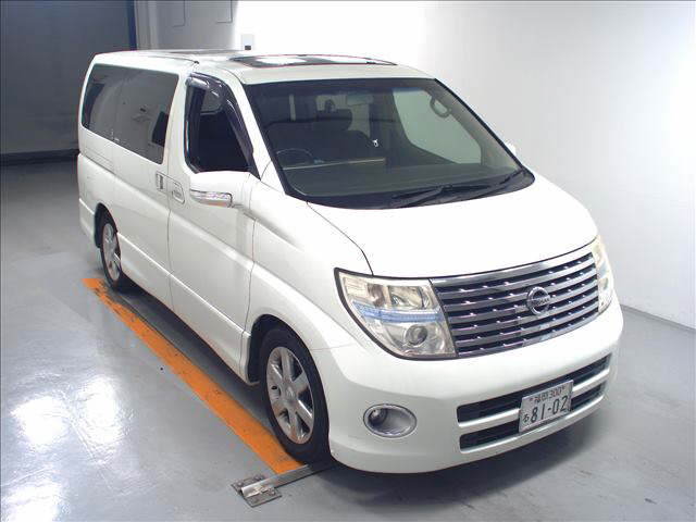 2005 Nissan Elgrand E51 3.5L 2WD Highway Star 8-seater front