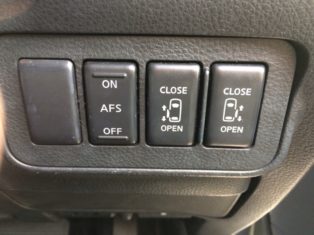 2005 Nissan Elgrand E51 3.5L 2WD Highway Star 8-seater powerslide door switches