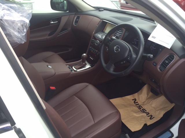 2013 Nissan Skyline Crossover 370GT Premium interior